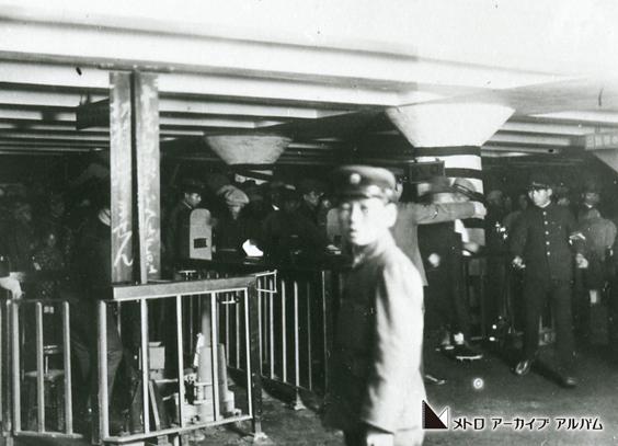 上野駅開業当初の改札風景
