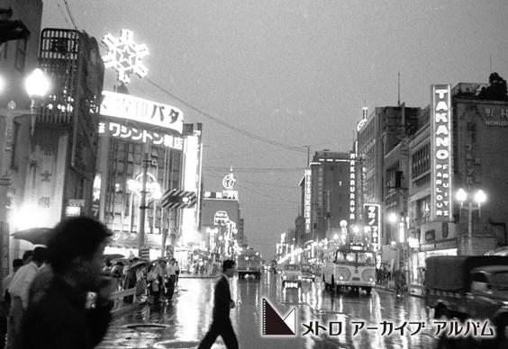 雨の夜の新宿
