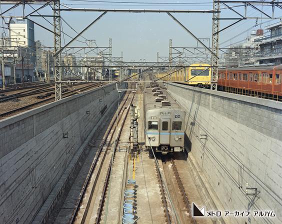 東西線車両(西船橋行)と総武線・中央線車両