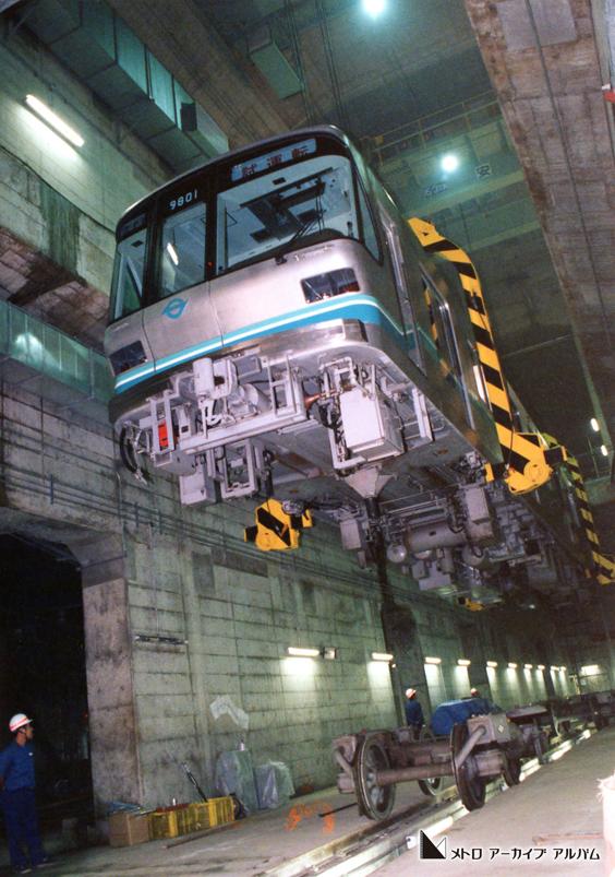 南北線9000系新造車両搬入風景