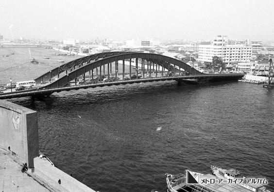 隅田川に架かる永代橋