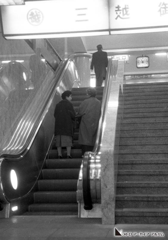 三越前駅エスカレーター