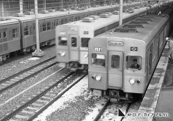 地下鉄初の快速電車