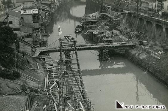 神田川を渡る橋梁工事