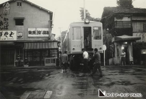 小石川工場への車両搬入