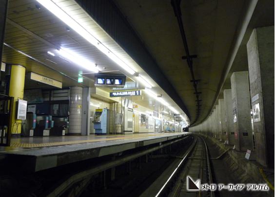 終車後の築地駅