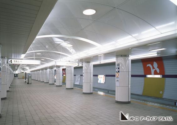 三越前駅ホーム