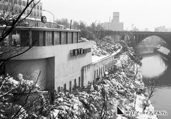 地下鉄の雪景色