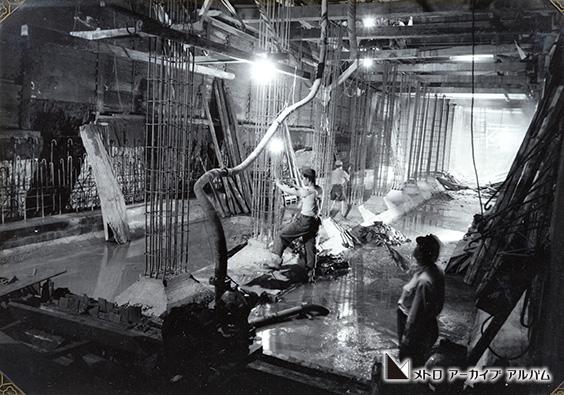 中柱の鉄筋組立作業