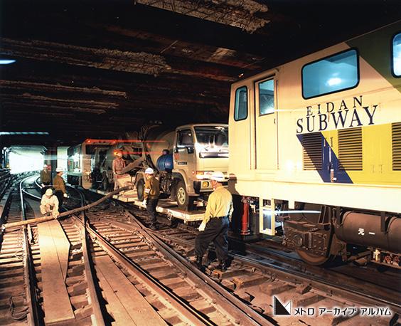 生コン列車 銀座線トンネル改良工事