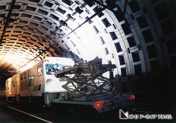 トンネル検査車