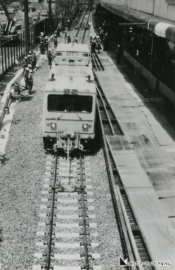 西船橋駅ホーム拡幅工事