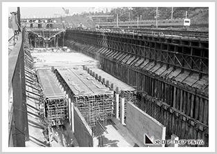 お堀の下の車両基地の工事