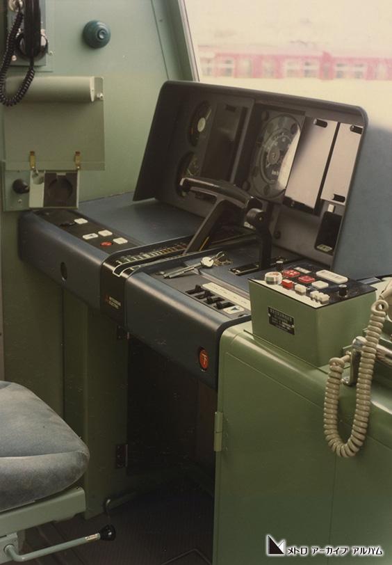 半蔵門線8000系運転台