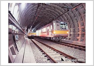 複線シールドトンネルの有楽町線7000系