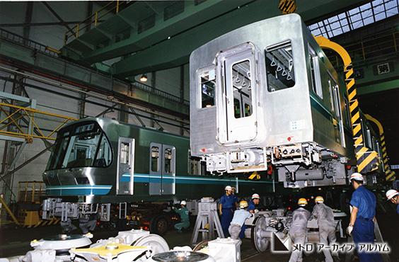 南北線9000系 車両組立作業